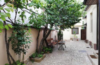 curte interioara Lucrezia Arthouse